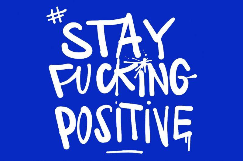 Stay Fucking Positive is een initiatief om geld in te zamelen voor het Rode Kruis